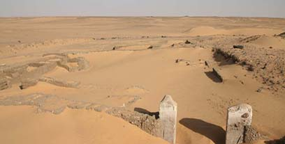 20th dynasty villa, excavated in 2009, now almost covered with windblown sand.