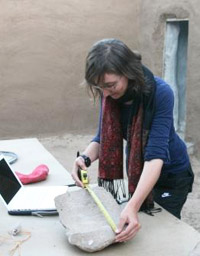 Marie Vandenbeusch registering a grind-stone in the expedition house