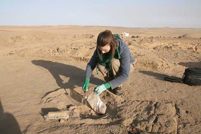 Philippa sampling a 3,100 year old hearth in a large villa (E12.10) at Amara West