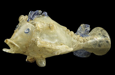 Glass fish found in the Begram storerooms. Bill Gudenrath, Corning Museum of Glass, gave a presentation during which he showed a replica he'd made himself. National Museum of Afghanistan © Thierry Ollivier / Musée Guimet