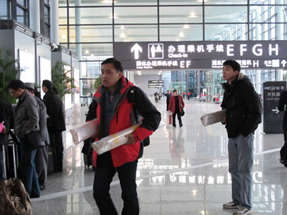At Shanghai airport on the way to Xiamen Museum