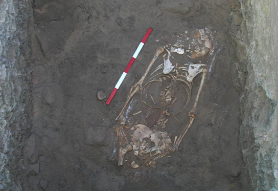 Burial of a woman at the base of the shaft in G309