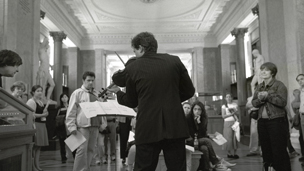Peter Sheppard Skӕrved performing in the Enlightenment Gallery