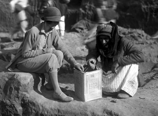 Katharine Woolley and Sheikh Hamoudi Ibn Ibrahim, the excavation's foreman, sorting finds (1928­–29 season.