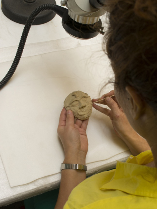 Assessing the condition of the Humbaba terracotta mask