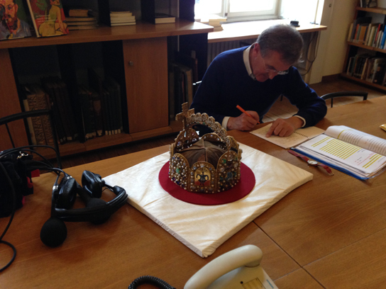 Neil MacGregor, working on the script, next to the crown of the Holy Roman Empire, Suermondt Ludwig Museum, Aachen