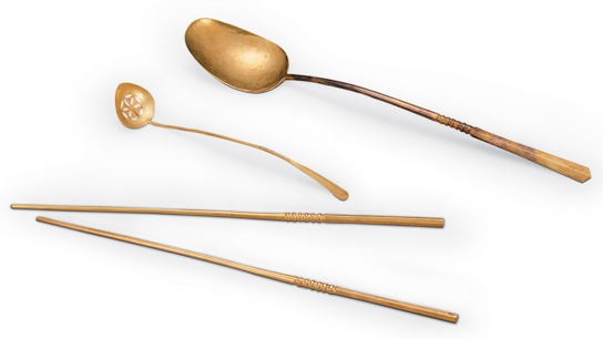 Gold ladle and chopsticks, excavated from the tomb of Zhu Zhanji, Prince Zhuang of Liang, and of Lady Wei, at Zhongxiang, Hubei Province. © Hubei Provincial Museum