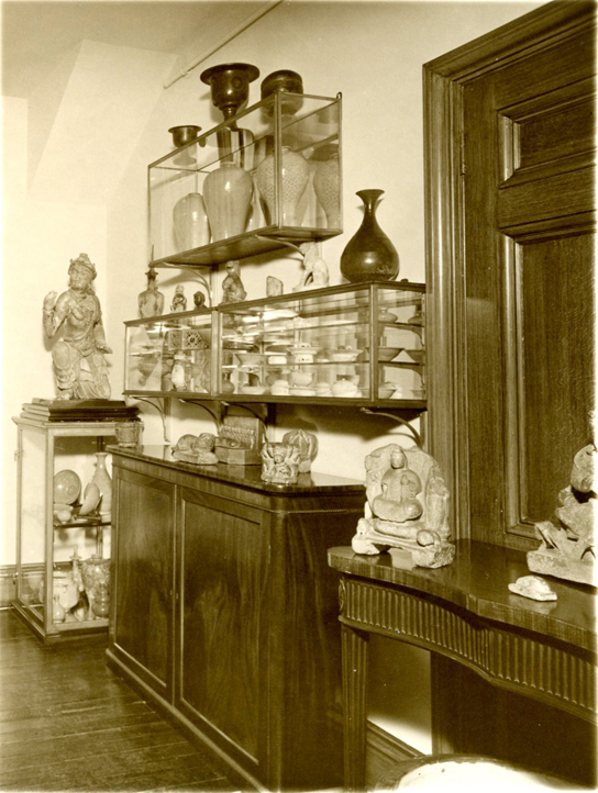 Korean and Chinese objects displayed in Eumorfopoulos' home, 7 Chelsea Embankment, London, 1934