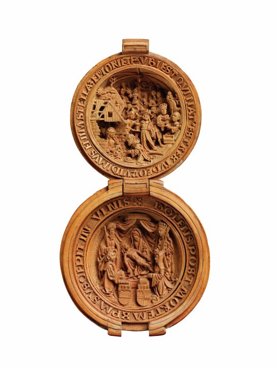 Boxwood prayer nut with the Adoration of the Magi carved inside the lid and in the lower half, the Virgin Mary grieving over the dead body of Christ. Made in the Northern Netherlands, around 1510–1525. L. (open) 9.7 cm. British Museum WB.238