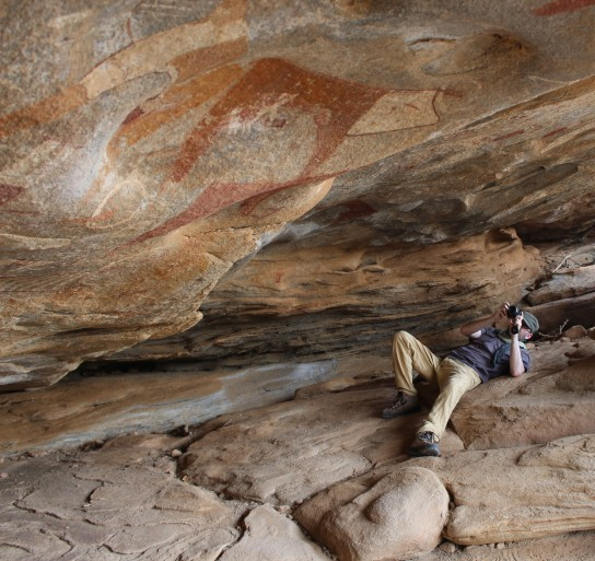 Project cataloguer Jorge de Torres, photographing rock paintings at Laas Geel, Somalia. © Alfredo González-Ruibal